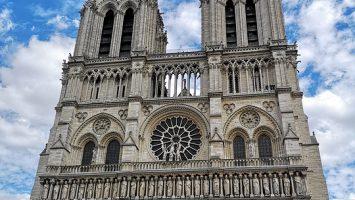 Notre-Dame brucia